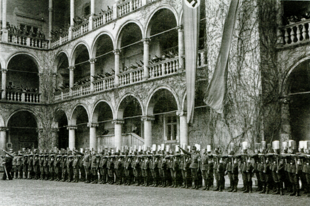 Nazi forces in the Wawel courtyard