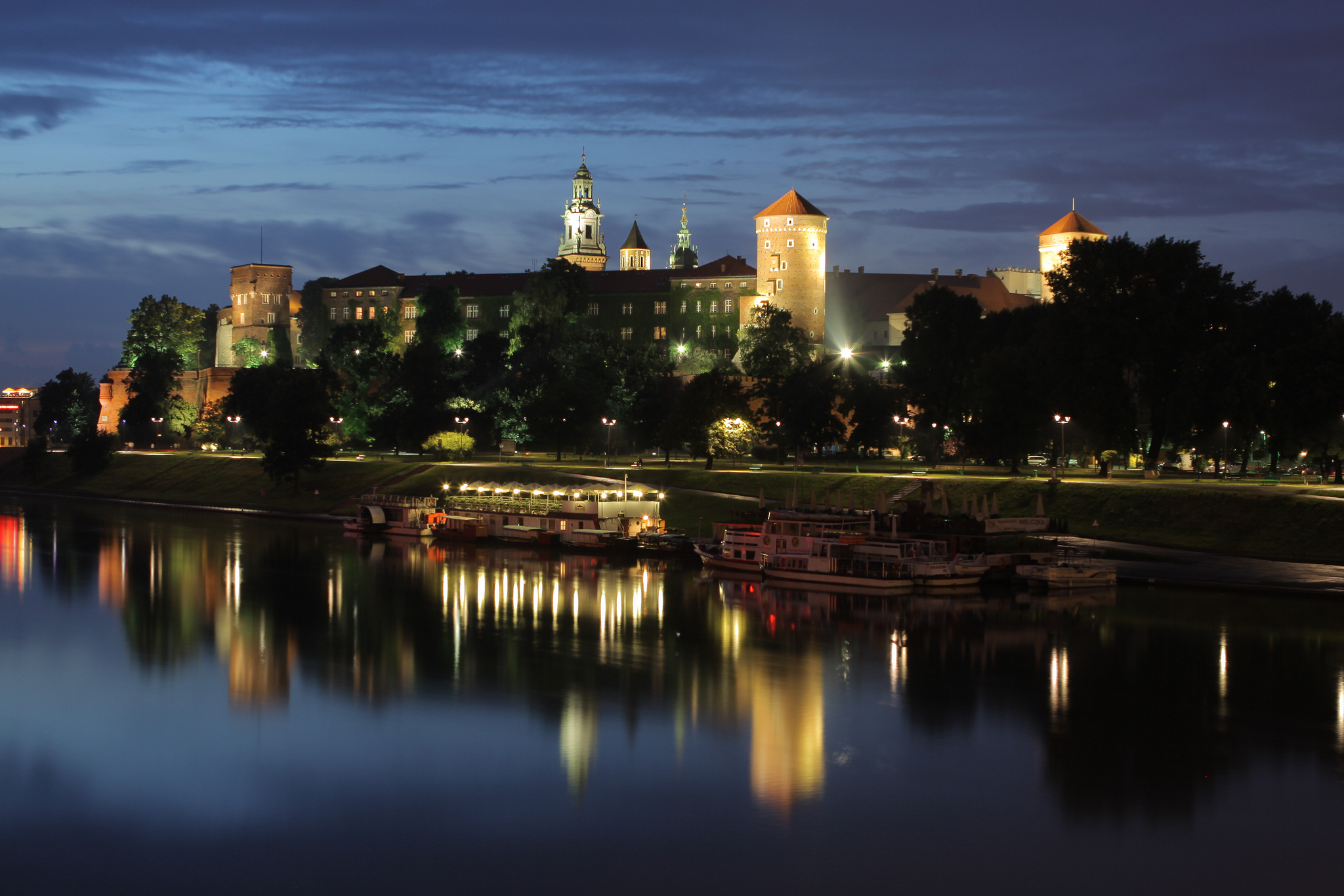 Wawel Royal Castle at night (Mariusz Cieszewski/Polish Ministry of Foreign Affairs)