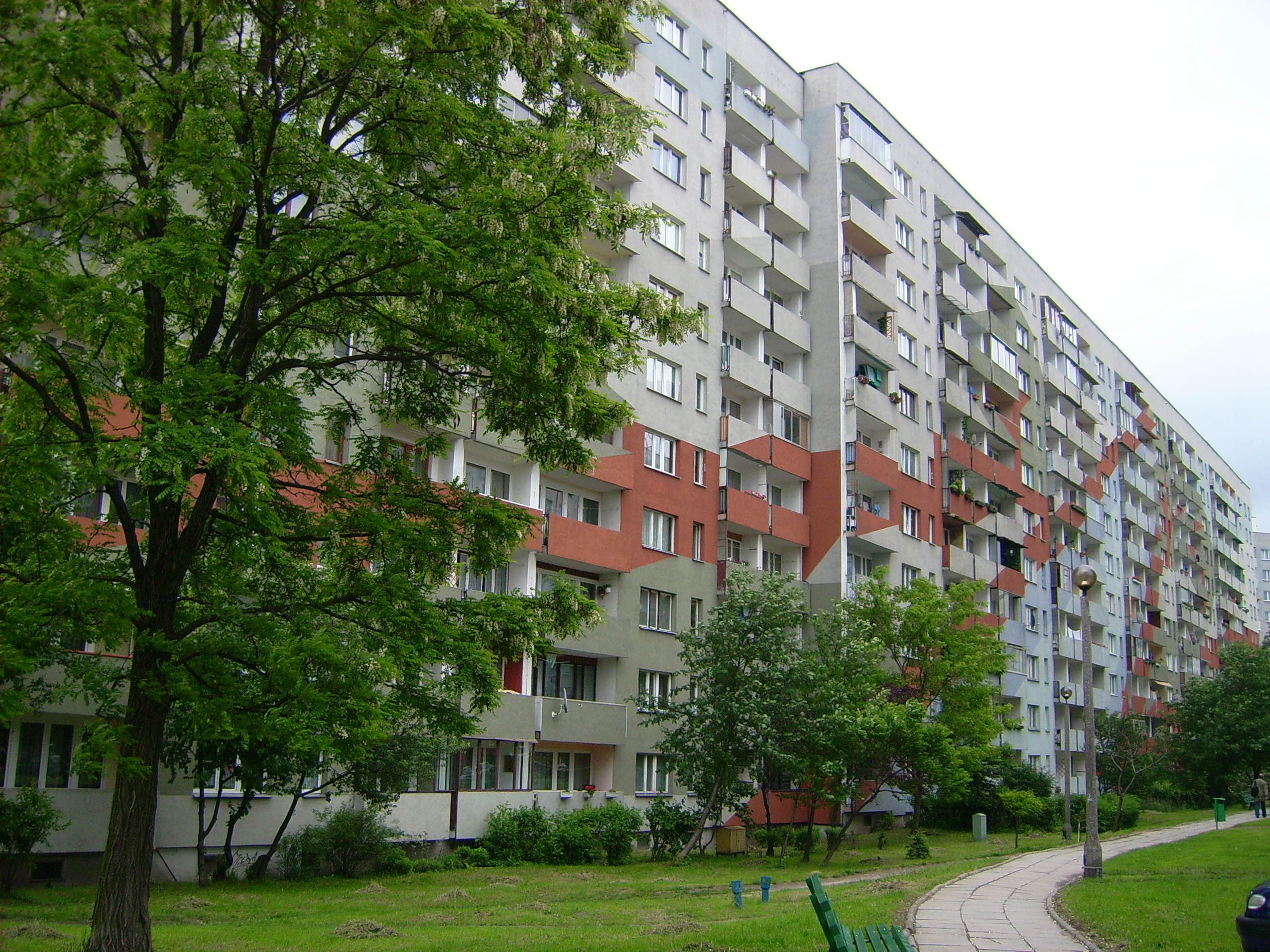 A block of flats in Os. Piaski Nowe, in Podgorze. Residents say the city has mismanaged the infrastructure surrounding new construction