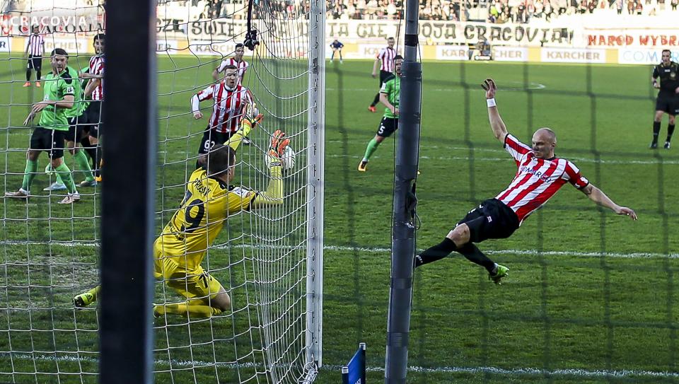 2.04.2016; Cracovia remisuje bezbramkowo z Górnikiem Łęczna;