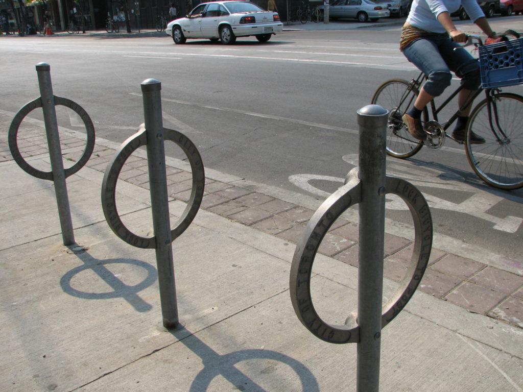 Bike_path_on_College_in_Toronto