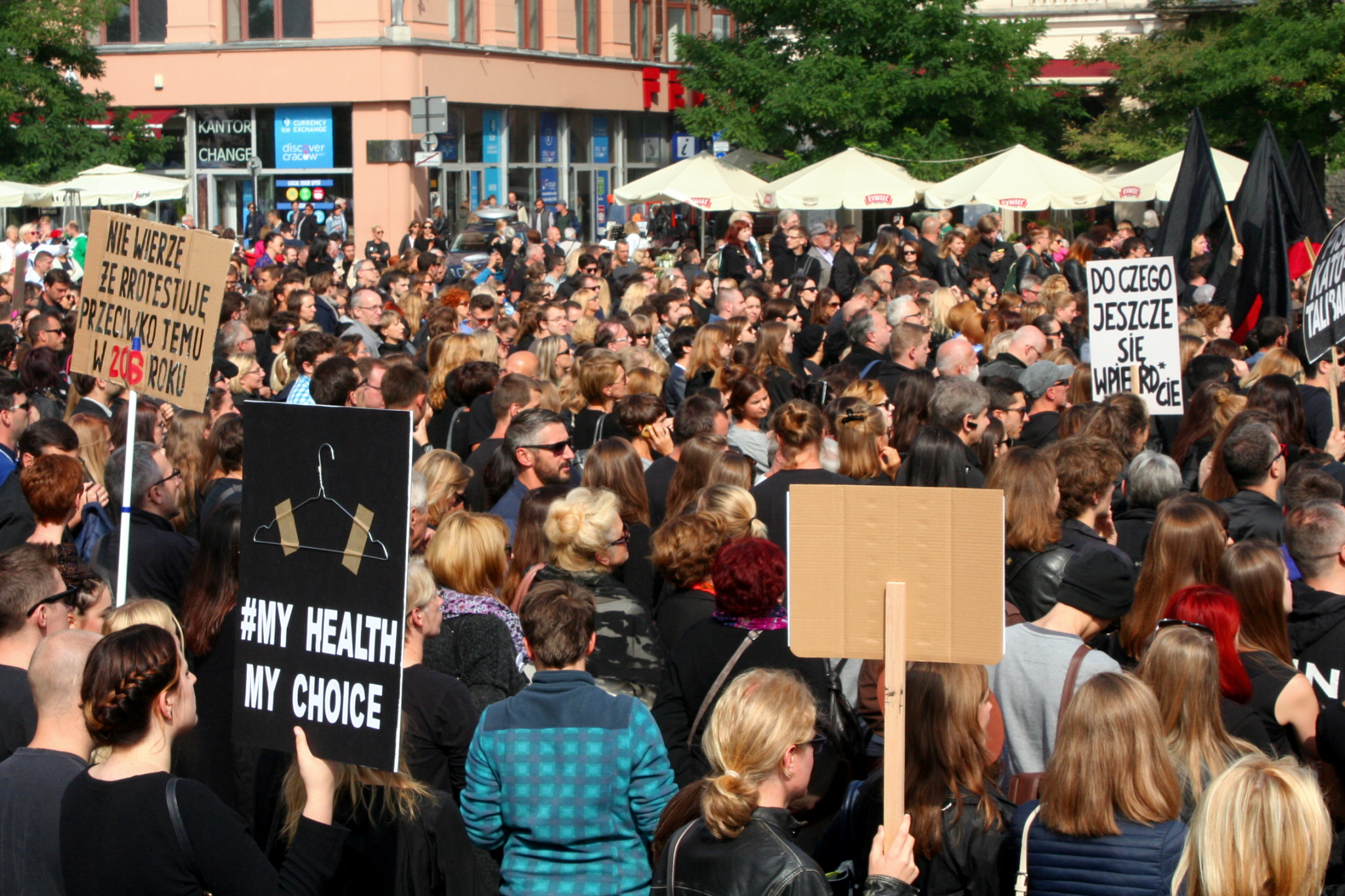 2016-09-25-krakow-anti-abortion-demonstration-25