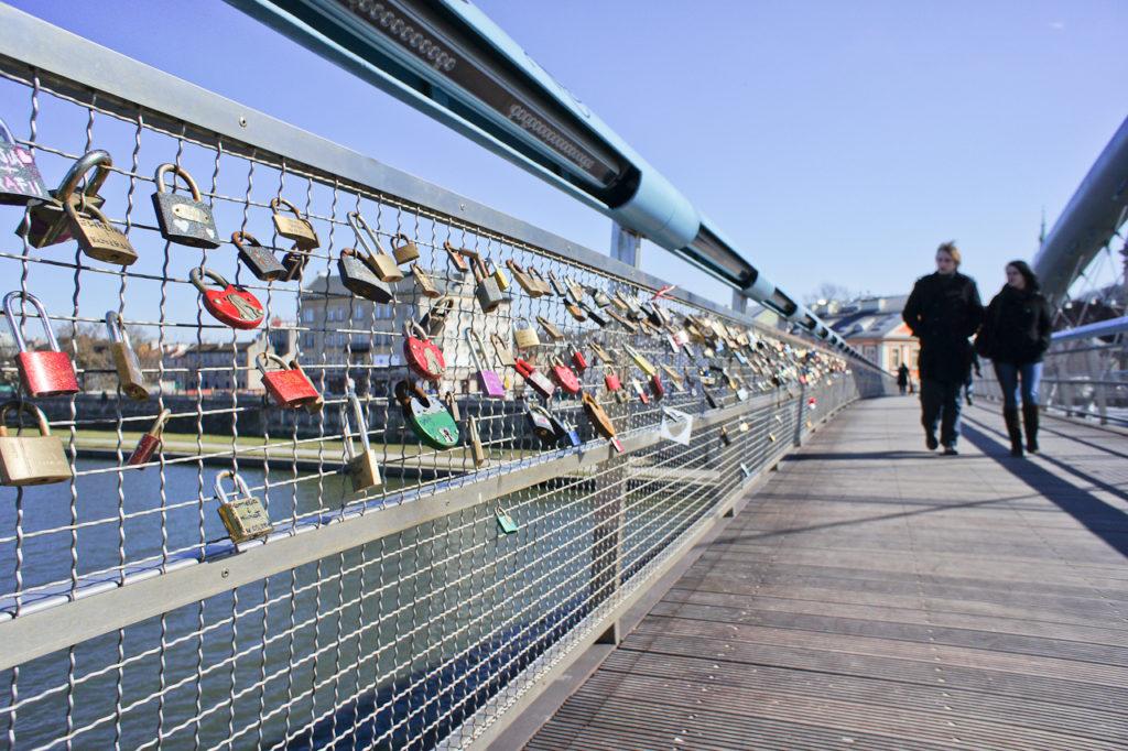 "Krakow News 20 September 2016: Footbridge ""love locks"" to be cut / Park Jordana renovation petitioned / Rubbish plant offering tours"