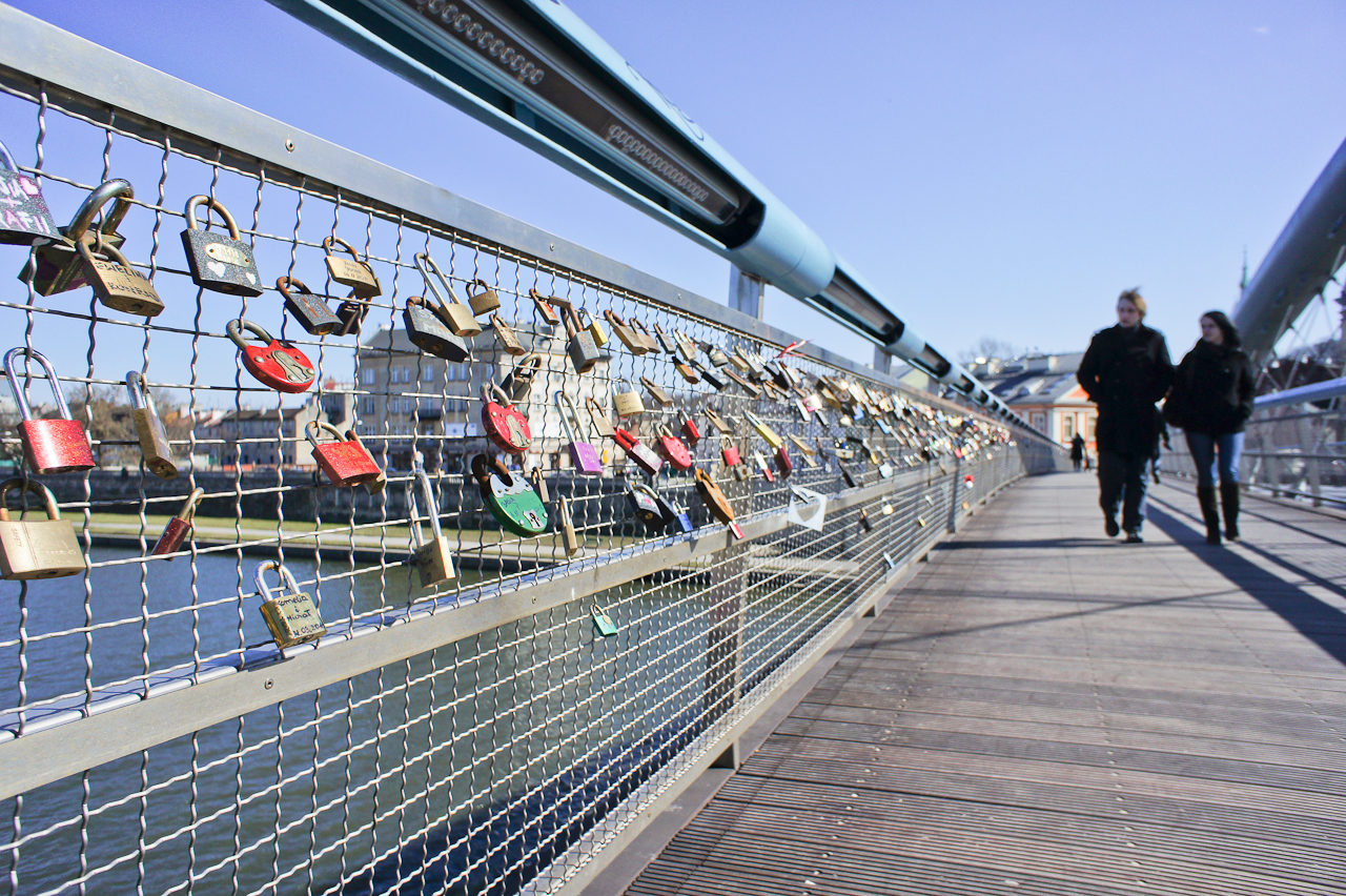 The Bernatek Footbridge in Krakow, where lovers traditionally affix padlocks (phot. Boguslaw Mielec)