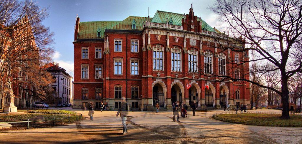 Krakow News 10 January 2017: UJ Senate rebukes government / Parents to plant trees in Krakow / Police raid UJ Hospital