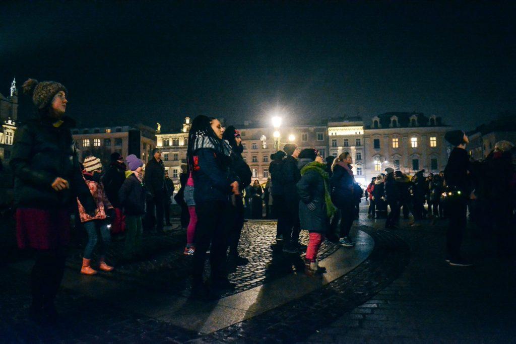 KRK/PL News Bulletin: Protests at Wawel and Rynek / Refugees in Krakow hospitals? / EU, NATO, and PiS
