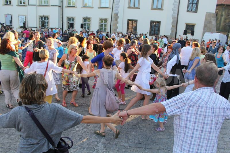 Dancing during Krakow's Jewish Culture Festival