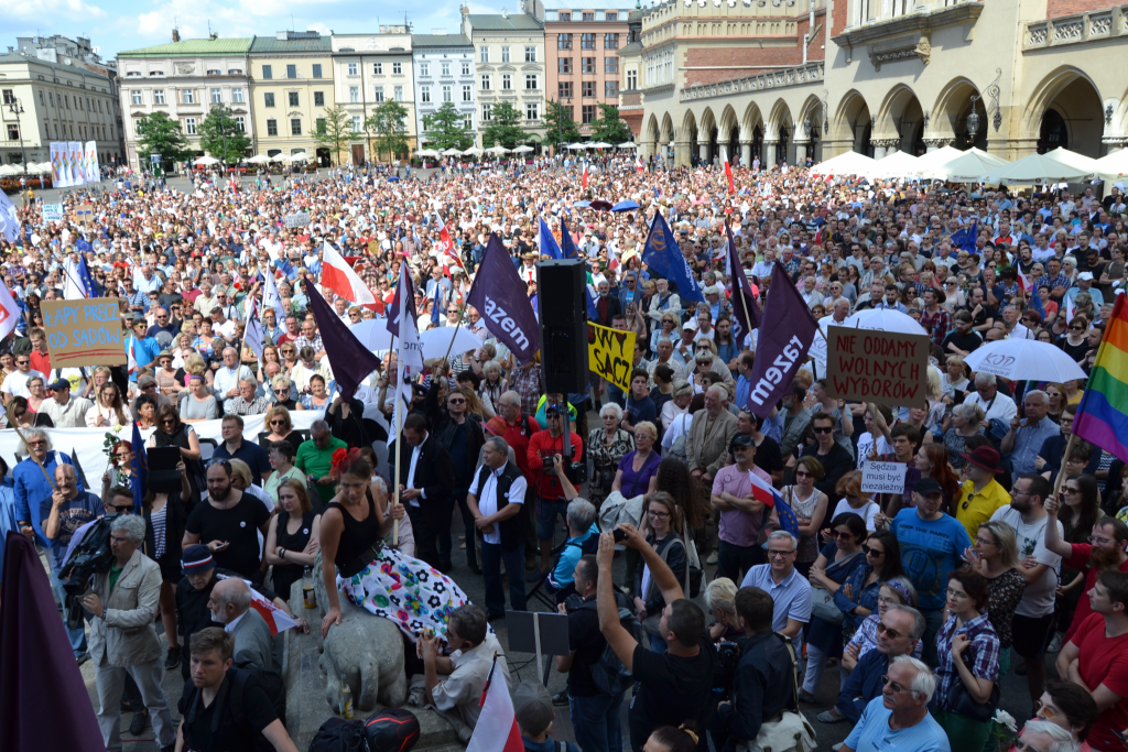 """""""Very, very dangerous"""": Thousands protest proposed Supreme Court changes in Poland, fearing creep toward one-party rule"""