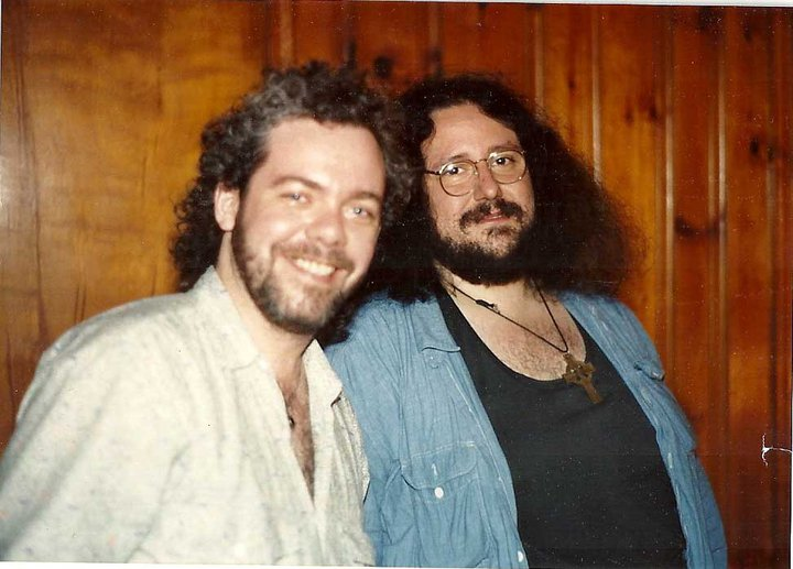 Dewey (R) in his younger days with multi-instrumentalist Maartin Allcock (phot. Dave Schwartz/Facebook)