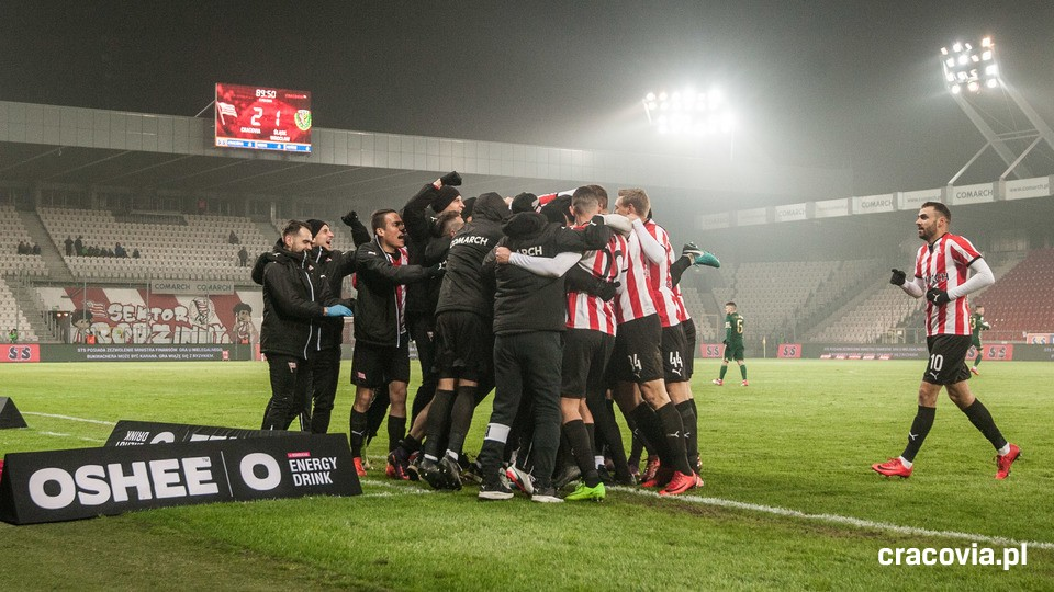 Cracovia celebrating the late winner