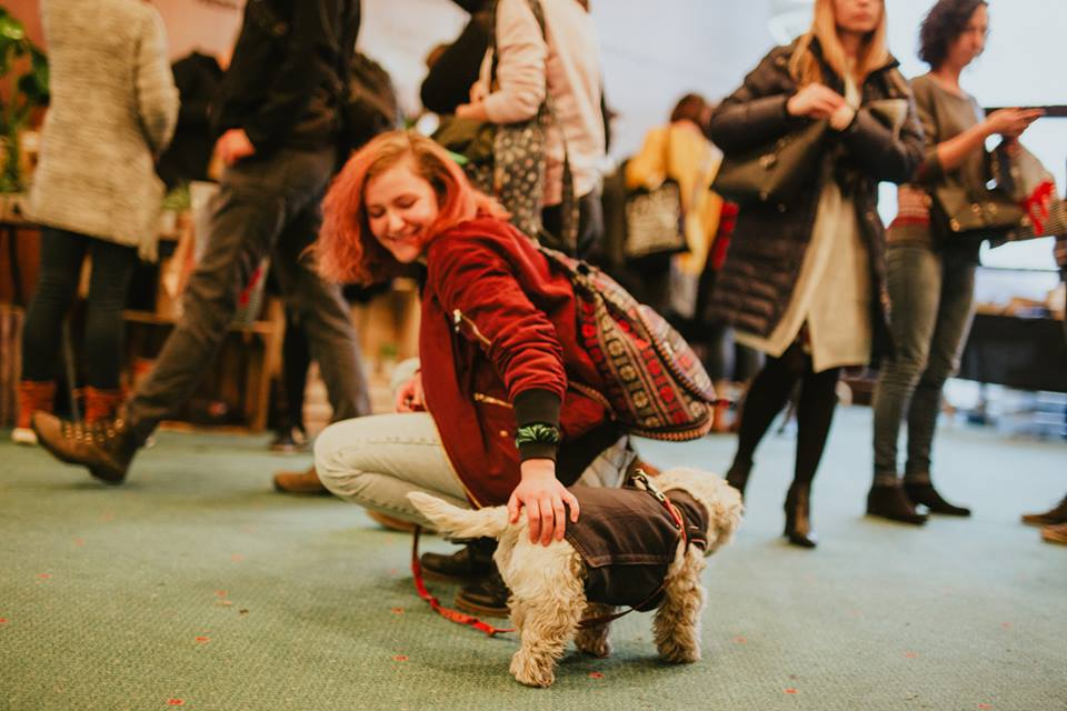 Krakow Post contributor Guna Beļicka pets a dog at last year's KIERMASH fashion event (phot. Agnieszka Fiejka/Facebook)