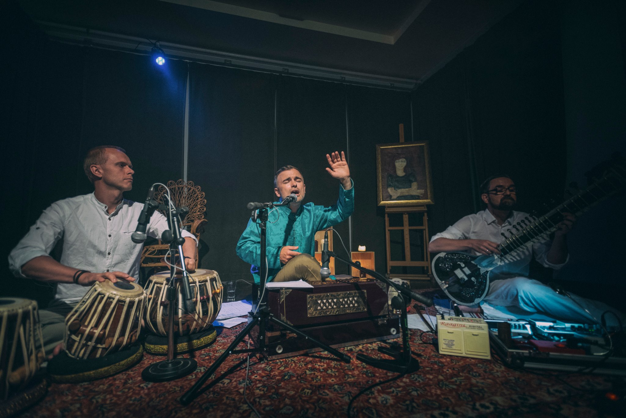 Michał Rudaś and Healing Incantation band will play music from the Indian subcontinent at Bonobo library and café on April 27th (phot. Facebook)