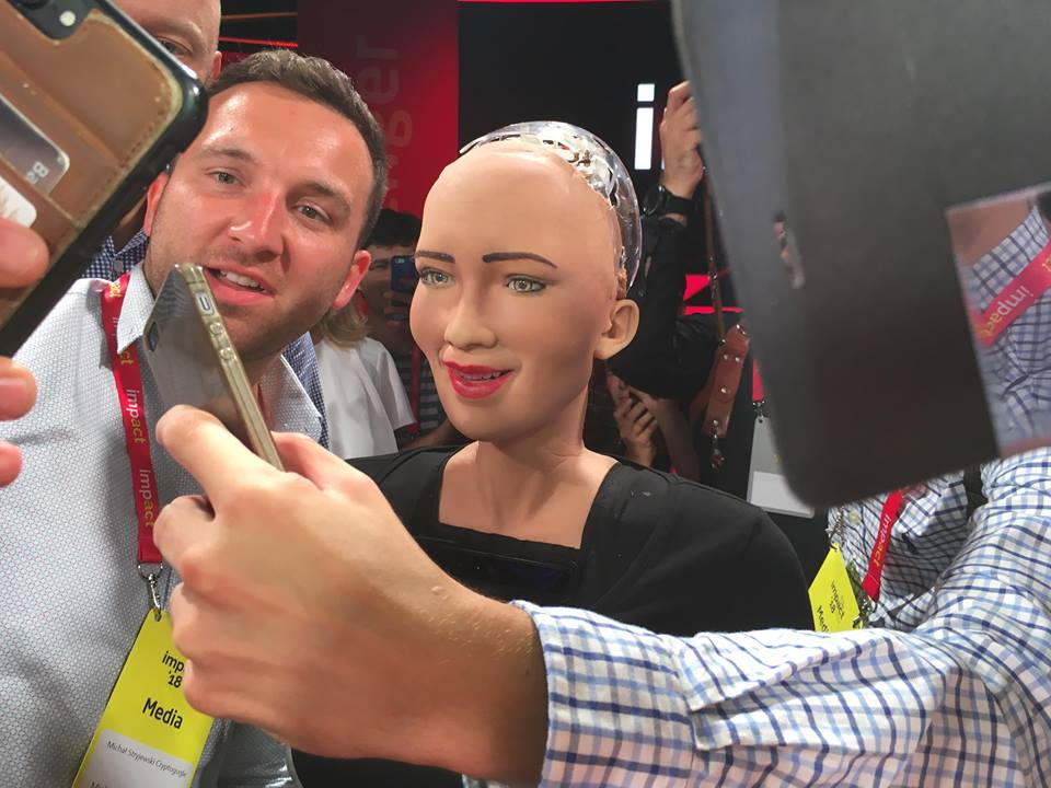 ImpactCEE attendees take selfies with Sophia (phot. Tetiana Shataieva)