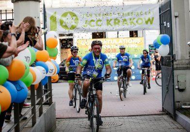 Marcel Zielinski clears the finish line of Ride for the Living 2018 (phot. JCC Krakow)