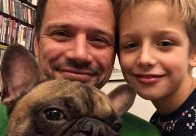 Warsaw mayor-elect Rafał Trzaskowski with his son and dog, Bąbel, announcing the city's plan not to use fireworks in its New Year's celebration (phot. Facebook)