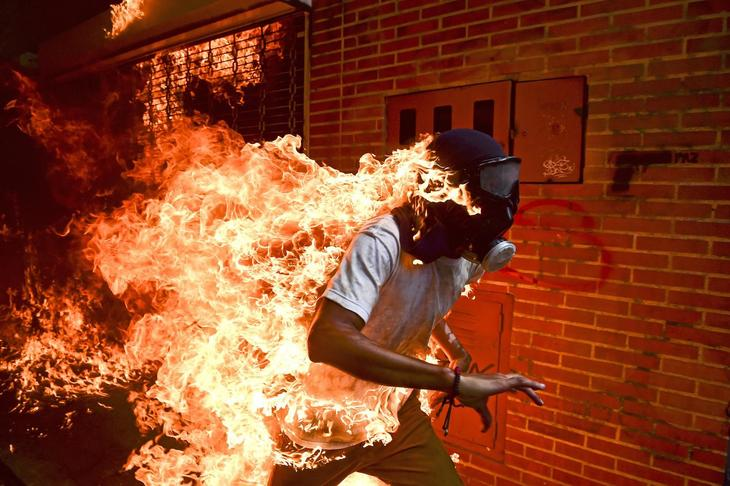 A protester against Venezuela's Nicolas Maduro after being set ablaze during a confrontation with police in Caracas. (Phot. Ronaldo Schemidt/Agence France-Presse)