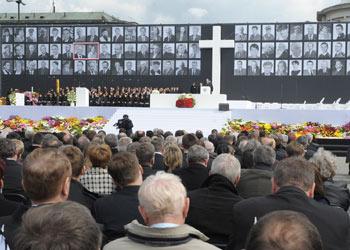 Memorial Ceremonies for President Lech Kaczyński Underway