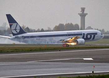 LOT Polish Airlines 767 Makes Emergency Landing in Warsaw